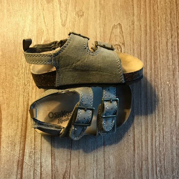 715a1c55a7fe Toddler boy 2-strap sandals. M 5a7624d405f430cbc8b037ca